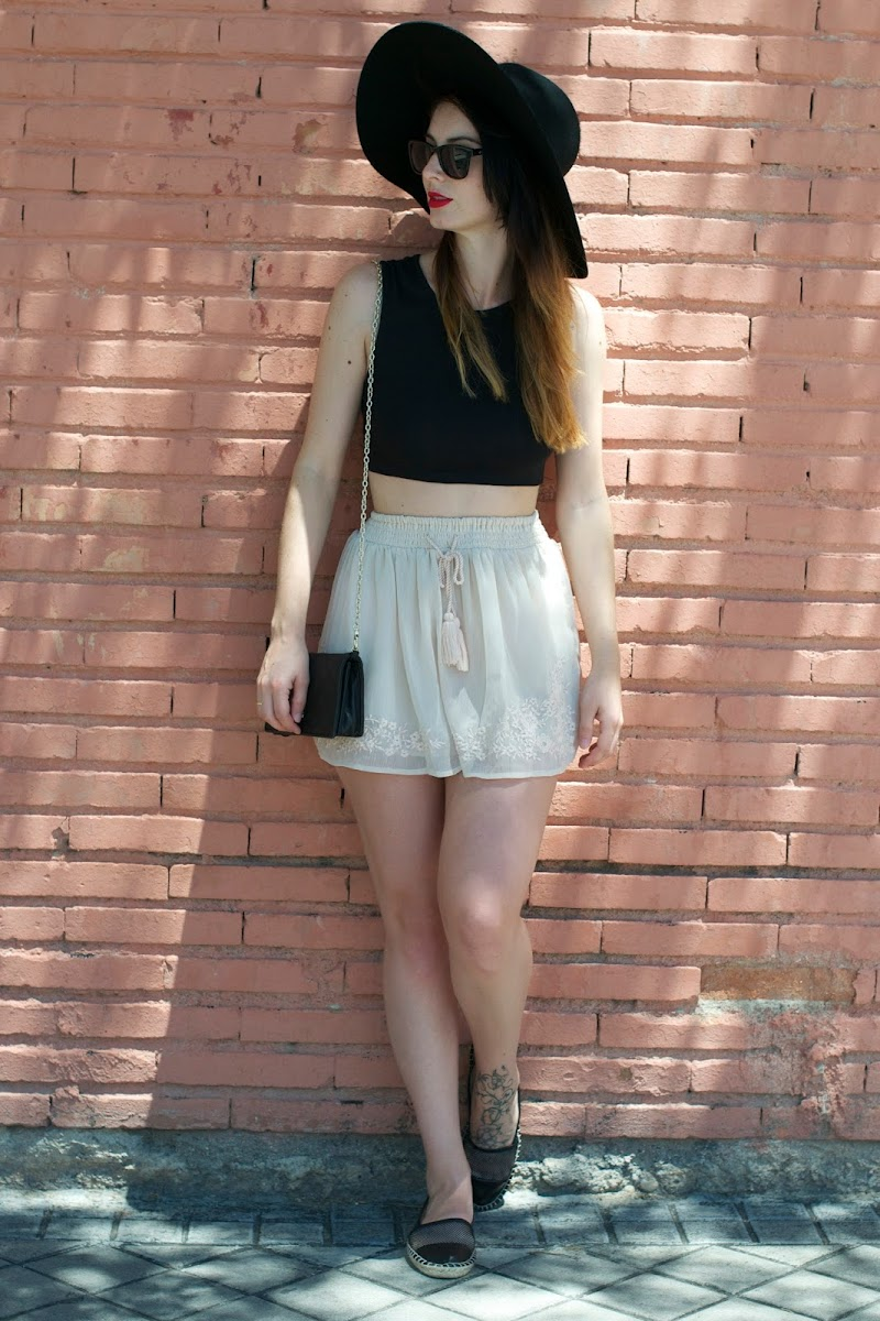 CROP TOP, SKIRT, FALDA, ALPARGATAS, ESPADRILES STRADIVARIUS, NEGRO, BLACK LOOK
