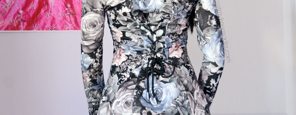 Close-up of the unique corset-style lace-up detailing on the back of the Romwe floral dress.