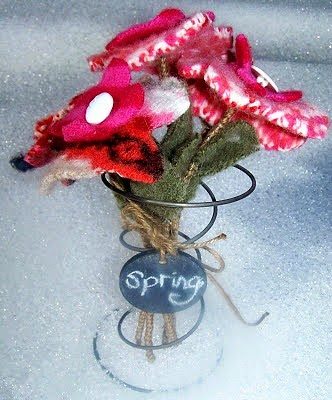 spring flowers, wool, fabric flowers, spring idea, Beyond The Picket Fence, http://bec4-beyondthepicketfence.blogspot.com/2015/02/spring-ideas-are-you-ready.html