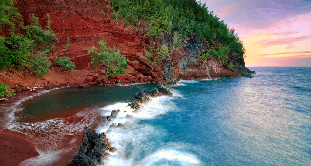 Kaihalulu – Red Sand Beach