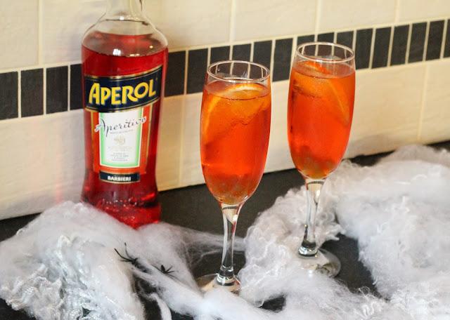 Halloween Cocktail Aperol Spritz