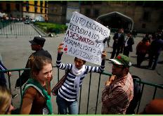 México permanece en vilo tres semanas después de desaparición de 43 estudiantes