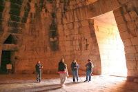 Внутри подземного купола гробницы Агамемнона - сокровищницы Атрея