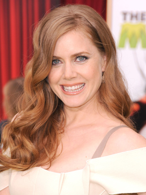 Amy Adams channels Old Hollywood glamour with her tousled hairstyle.