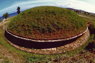 Italy tumulus dome receivers were built on natural rock monoliths by Etruscans