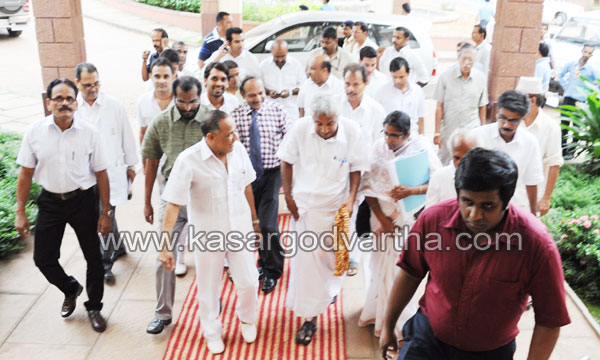Endosulfan, Victims, Mangalore, Chief minister, Oommen Chandy, Visit, Yenepoya, Medical college