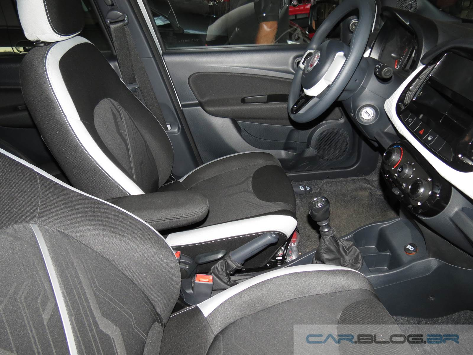 Novo Fiat Uno 2016 terá motor de 3 cilindros com start-stop