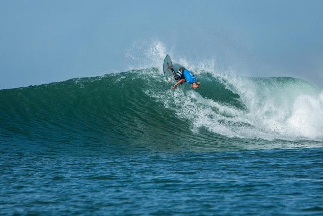 30 Adrian Buchan AUS 2015 Quiksilver Pro France Fotos WSL Poullenot Aquashot