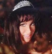 Eva María Abad con cabello negro