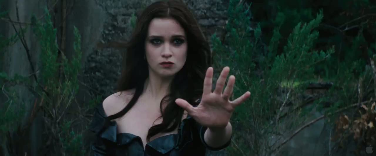 """The Writing Wonderland: The """"Beautiful Creatures"""" Hype! Emmy Rossum Moves"""