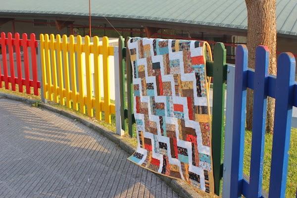 quilt de patchwork hecho de tiras de un jelly roll