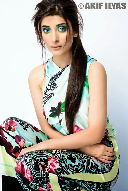 Urwa Hocane Cover Photoshoot for Mag The Weekly 2014