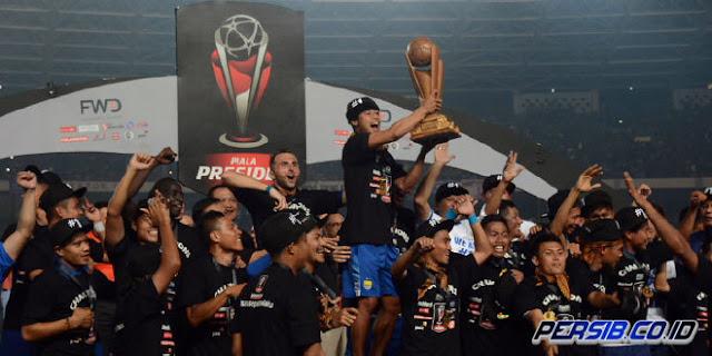 Persib Bandung tampil sebagai Juara Piala Presiden 2015
