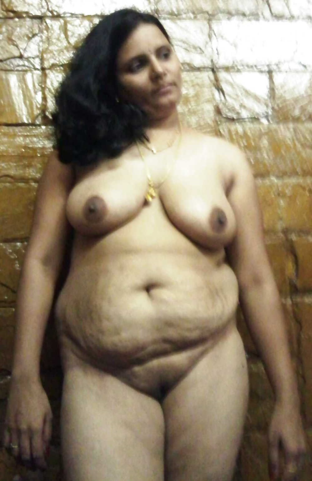 Indian Desi Aunty And Bhabhi Nude Photo: Nagpur Wali ...