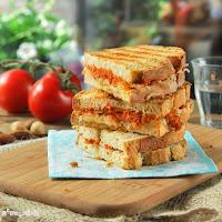 Sandwich caliente de manchego y romesco