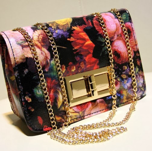 http://www.aliexpress.com/item/2013-vintage-oil-painting-flower-lock-bag-chain-mini-messenger-bag-small-bags-wholesale-and-dropship/1120123356.html
