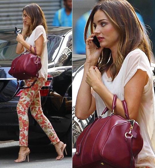 Registo de Avatar - Página 15 Miranda-kerr-street-style-july-paige-denim-floral-jeans-rag-bone-shirt-bally-sandals-street-style-fashion