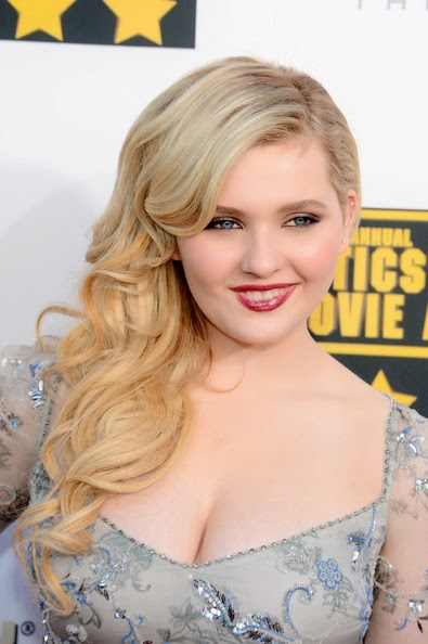 Abigail Breslin Side Sweep Hairstyle