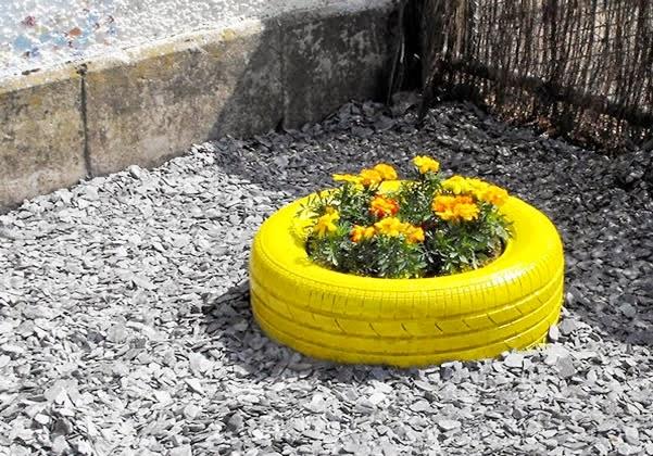 Decorar jardim com pneus reciclados