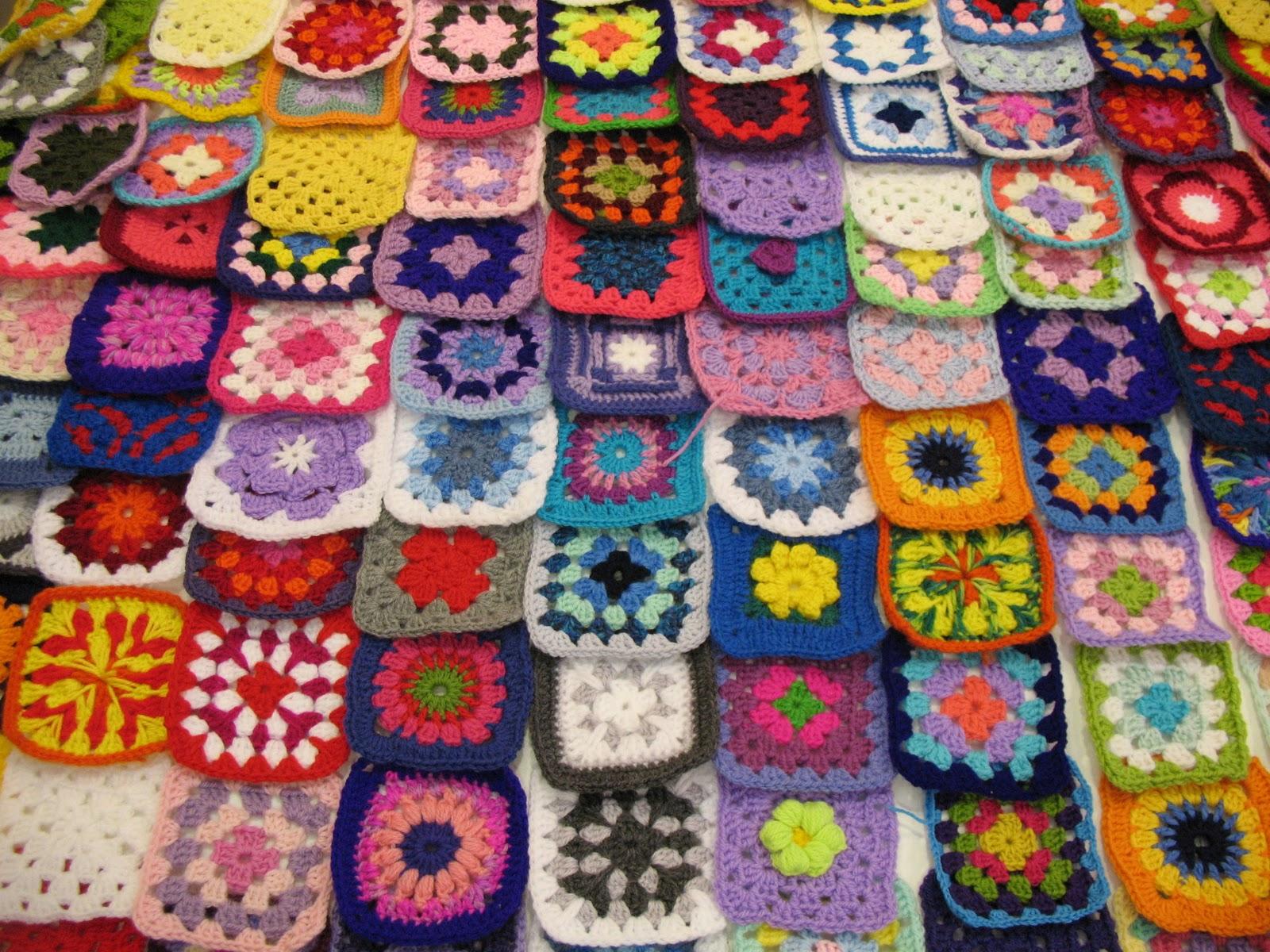 I pasticci di una mamma creativa alle prime armi la mia coperta del cuore - Coperta uncinetto piastrelle ...