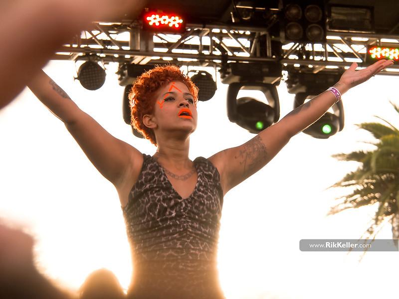 A cantora Blaya, dos Buraka Som Sistema, esta entre as personalidades que mais marcaram a cena LGBT em Portugal, segundo o site de notícias dezanove.pt. Os 'Prémios dezanove' são entregues há três anos consecutivos e visam combater a homofobia no país. (Foto: Site Rik Keller)