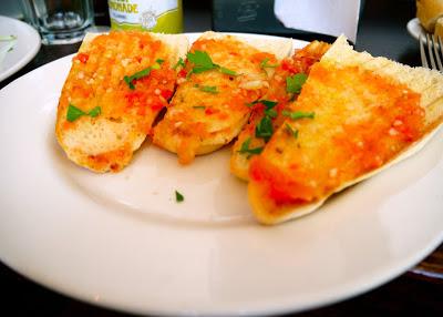 Pan con tomate at Ultracomida