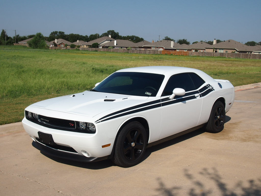 2012 dodge challenger r t coupe hemi has only 1 313 miles. Black Bedroom Furniture Sets. Home Design Ideas