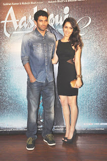 Aditya-Roy-Kapur-with-Shraddha-Kapoor-at-film-AASHIQUI-2-success-party-at-Escobar-in-Mumbai
