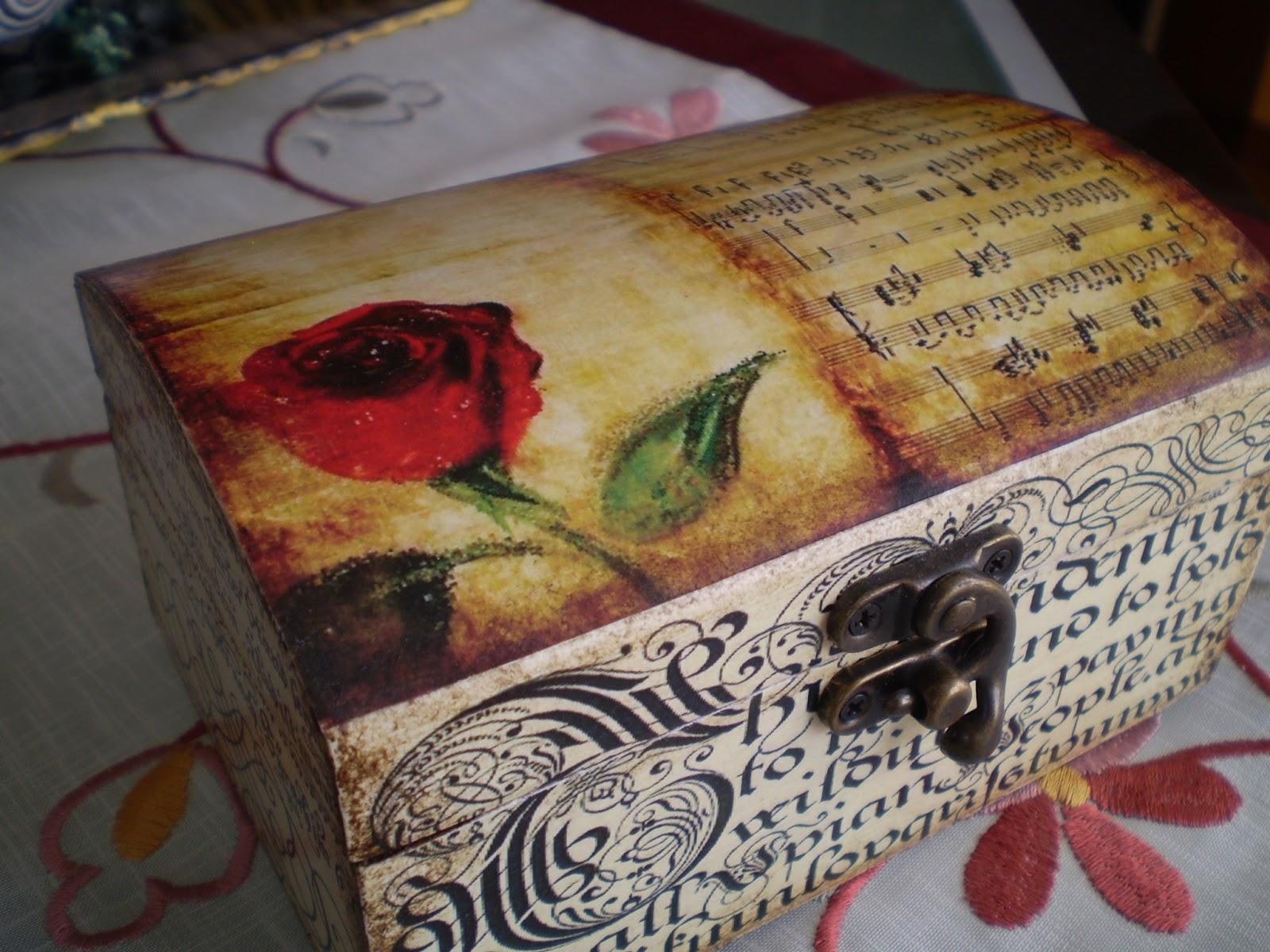 El refugio de lirtea caja con l minas for Como pegar papel mural en madera