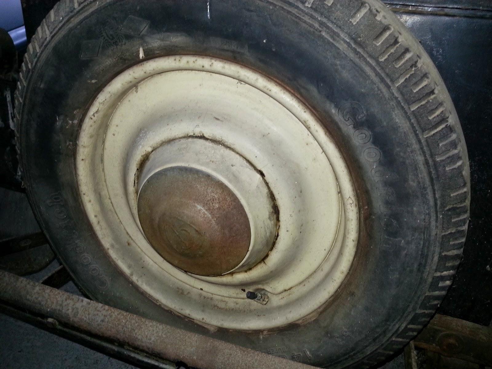 restauration rosengart lr48 1934 changement des pneus. Black Bedroom Furniture Sets. Home Design Ideas