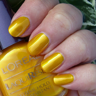 L'Oreal Laquiresist - 901 Jamaica Nail polish swatch