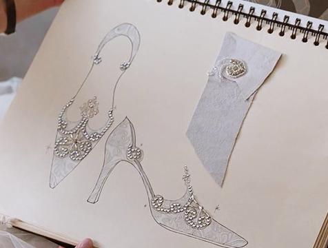 El diseño de los zapatos de novia de Denise en Postdata te amo - Cine de Escritor