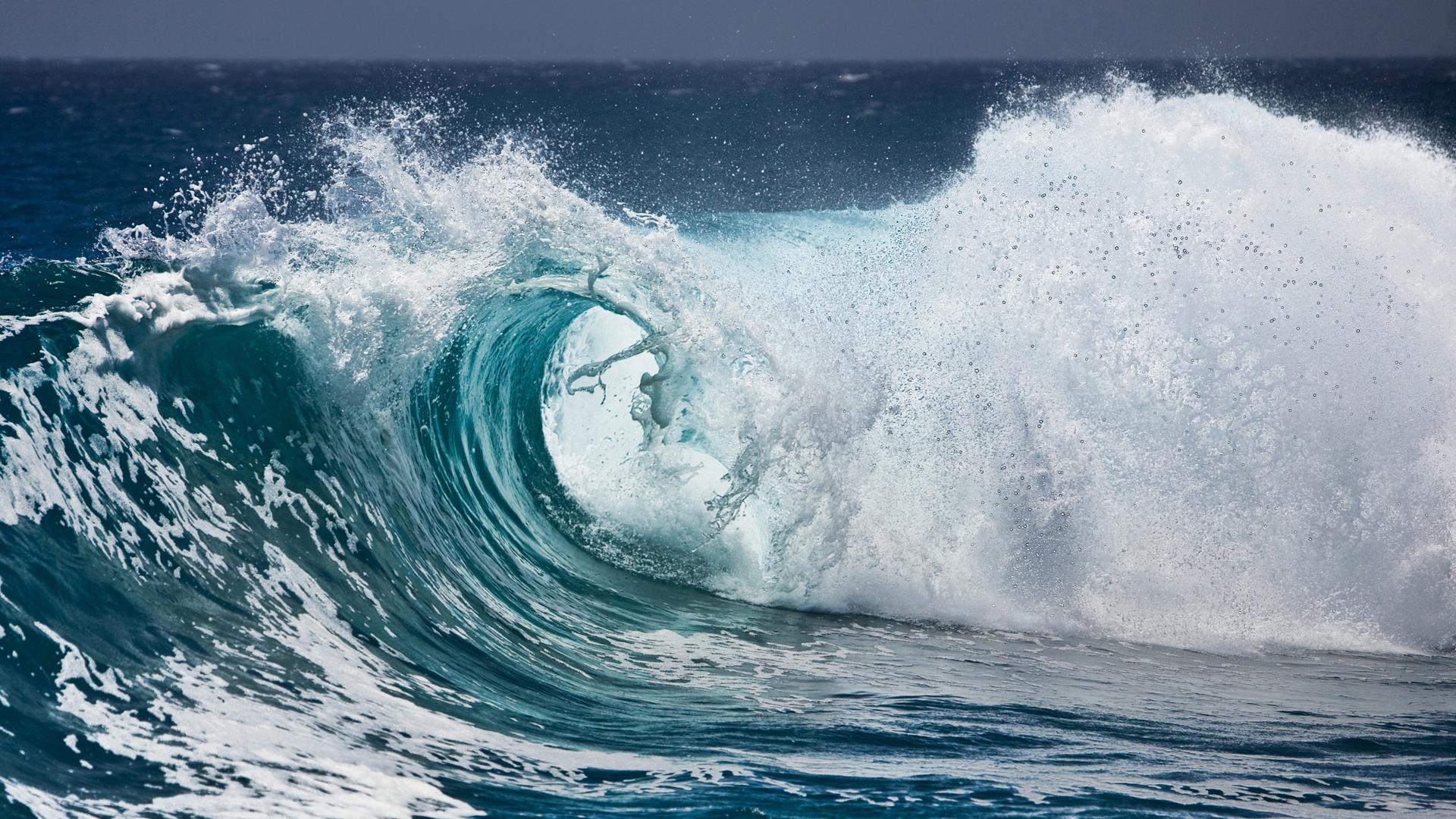 http://3.bp.blogspot.com/-f0OL-jbffW4/UOvB-rstXwI/AAAAAAAAUIA/TrfsQHZwWGM/s0/Choppy-waves-foam-spray-1920x1080.jpg
