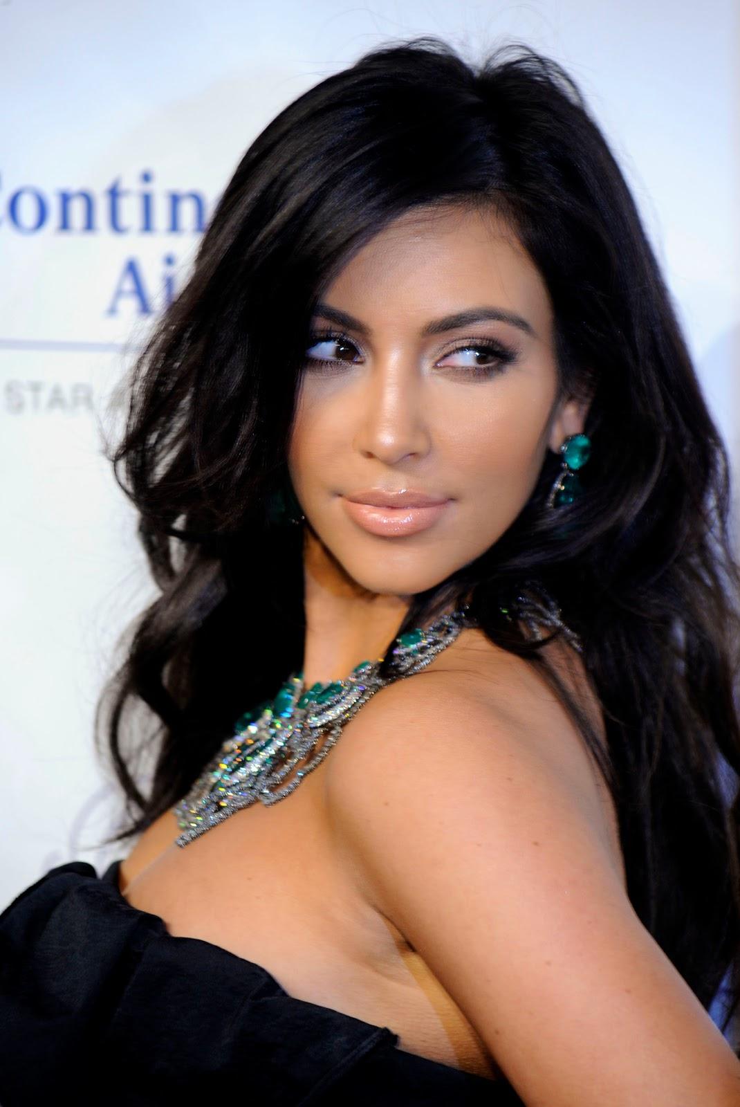 http://3.bp.blogspot.com/-f0RcJSLN36A/TdN01du9WGI/AAAAAAAAAuQ/ZqeNsmwHl0A/s1600/Kim+Kardashian.jpg