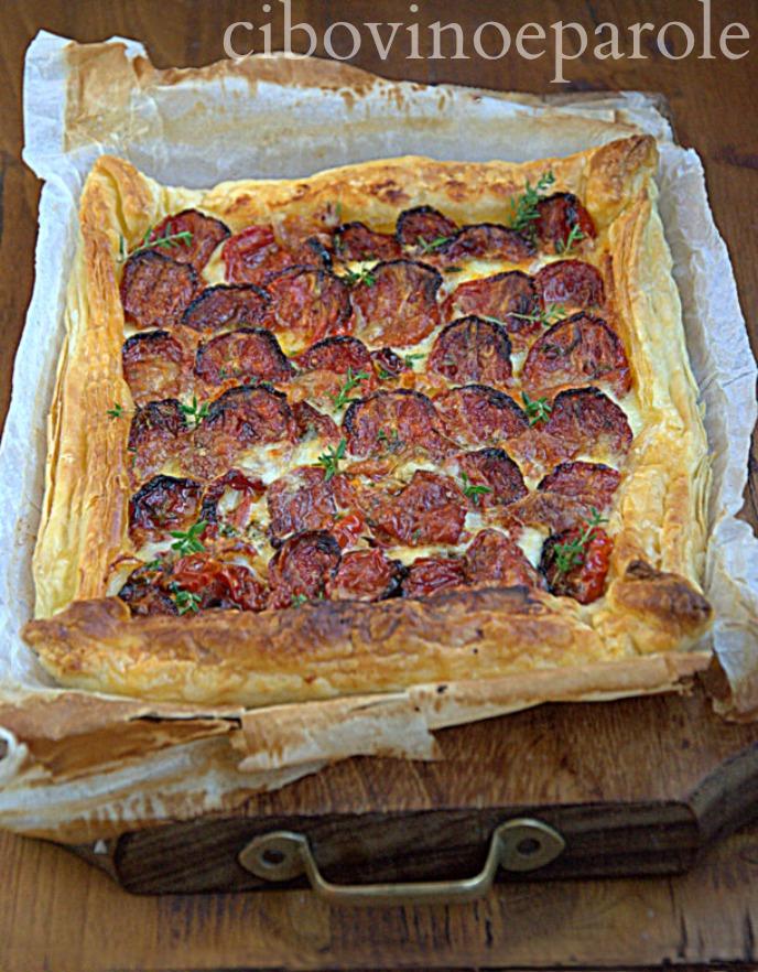 torta salata con pomodorini arrosto e mozzarella