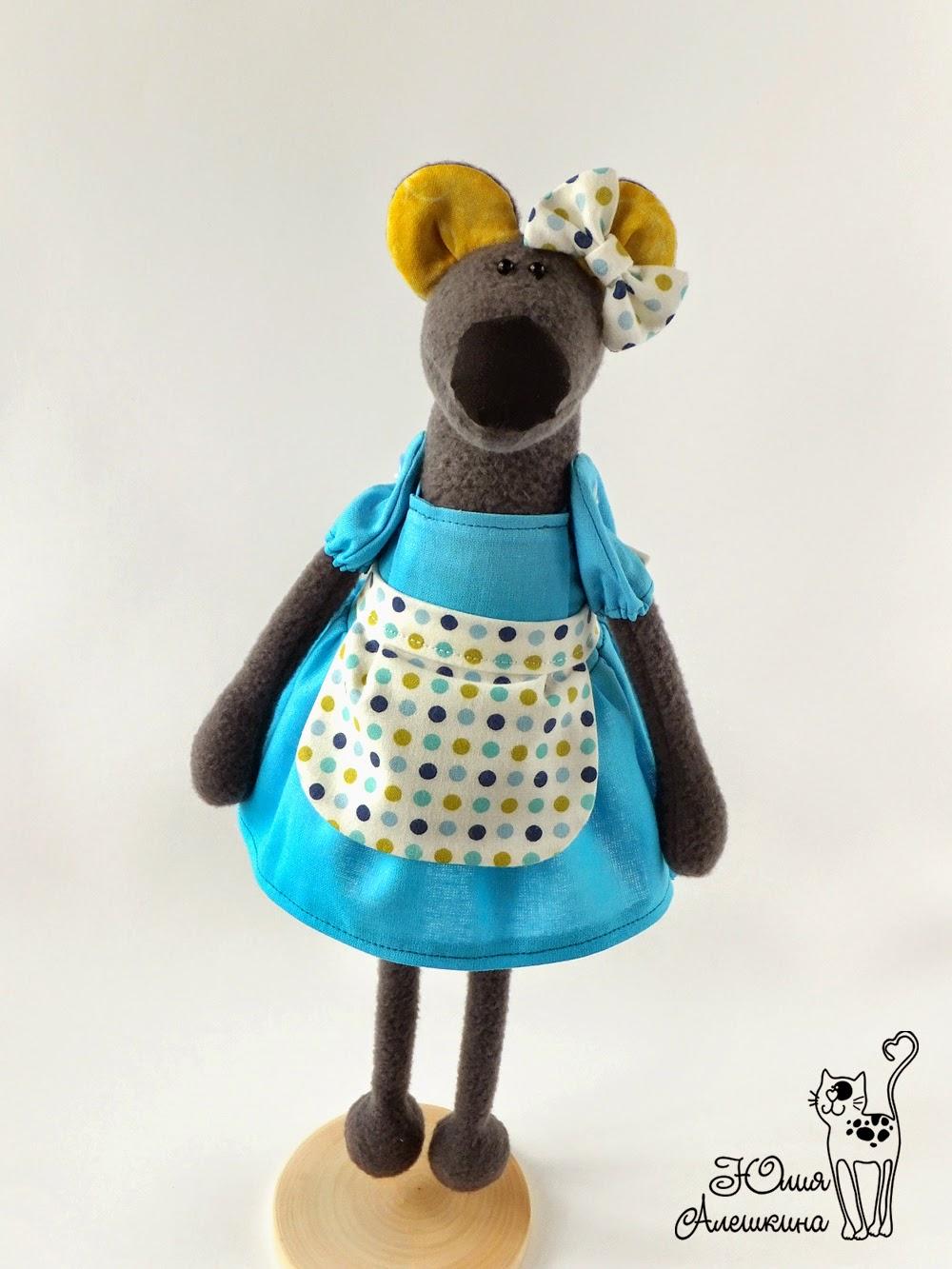 Серая мышка в платье
