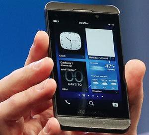 O BlackBerry Z10 tem tela sensível ao toque de 4,2 polegadas, resolução de 1.280 x 756 e densidade de pixels de 356 ppp e câmera traseira de 8 megapixels, além da dianteira com gravação de vídeo em 720p