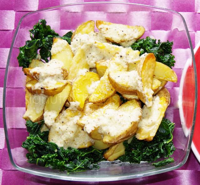 Salata od sirovog kelja i pecenog krumpira s vinegretom od luka (C) Enola Knezevic 2013