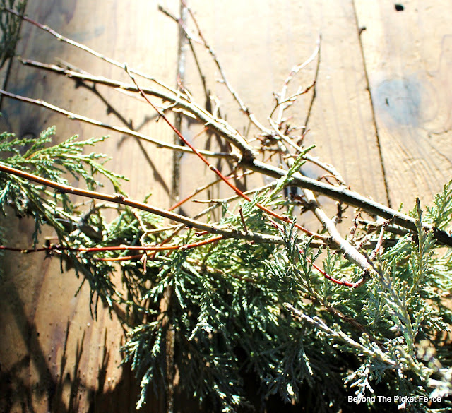 branches, evergreen boughs, centerpiece, http://bec4-beyondthepicketfence.blogspot.com/2015/12/12-days-of-christmas-day-8-woodland.html