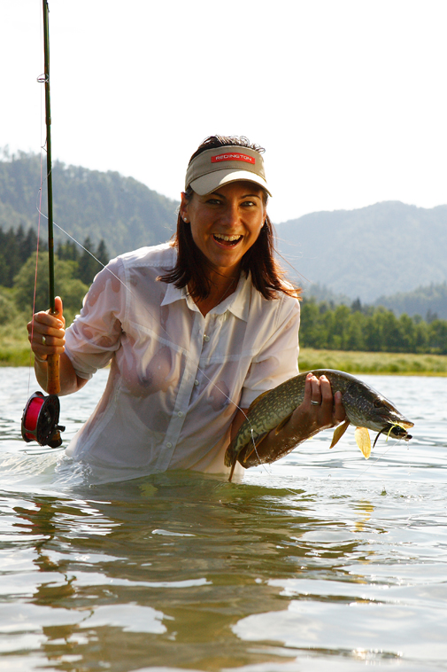 nune girl fly fishing