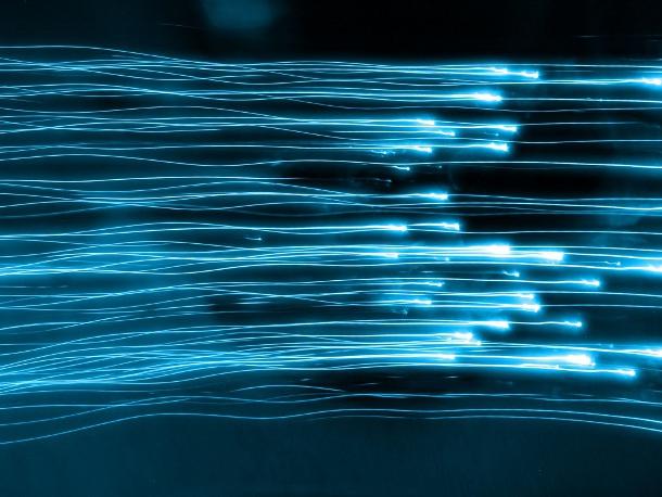 Dos nuevos estudios científicos, sugieren que la velocidad de la luz no es constante, sino que fluctúa en base a la energía del medio.