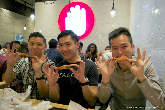 You should eat 4 Fingers Crispy Chicken by using 4 fingers haha