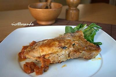 Braciole di maiale farcite ricetta di carne di maiale ripiena con formaggio e verdura