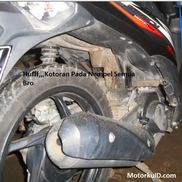 gambar kotoran yang menempel di body motor matic