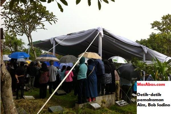 Bertanda Bagus Saat Prosessi Pemakaman Bob Sadino - Berikut Alasannya?