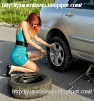 Kendurkan terlebih dahulu mur  Pelek sebelum mobil di dongkrak
