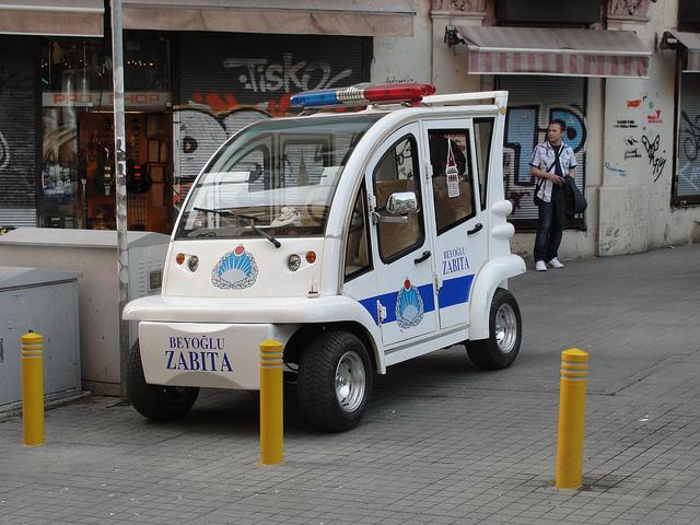 Carros elétricos da polícia de Istambul