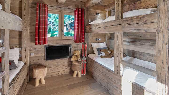 Ski house of the day french farmhouse turned ski chalet for Cuisine et salle de bain 3d