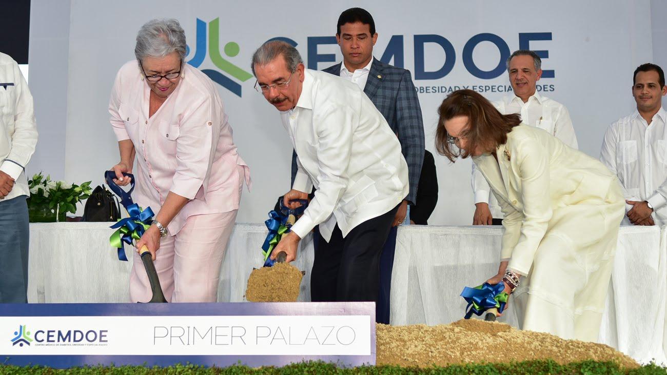 Más apoyo para diabéticos; Danilo da primer picazo construcción del centro médico CEMDOE