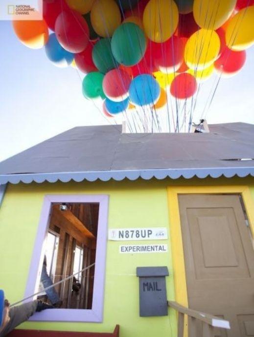 شاهدوا بالصور: ناشيونال جيوغرافيك تقوم بمحاولة ناجحة لصنع بيت البالونات الطائر 201209192025232516